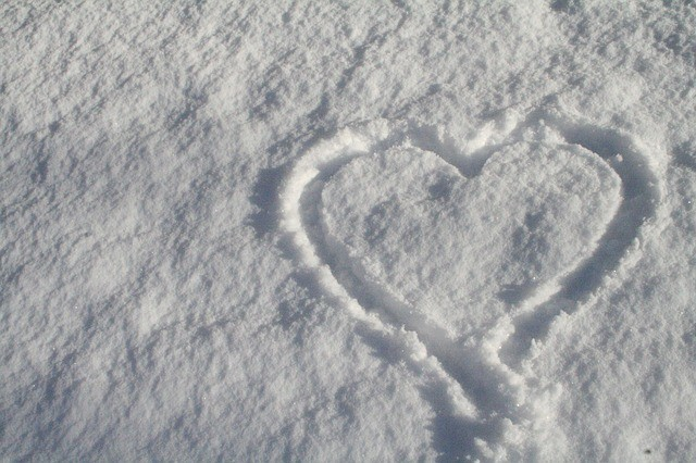 Lepo mi je kad crtam svoje srce u snegu